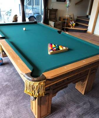 Beautiful 8' Gandy Pool Table